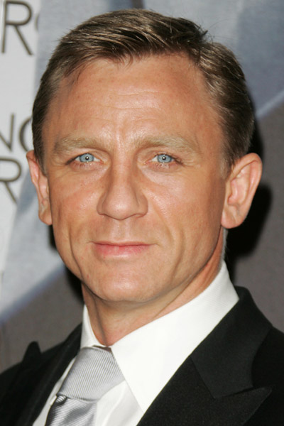 Daniel Craig stars in Defiance the movie